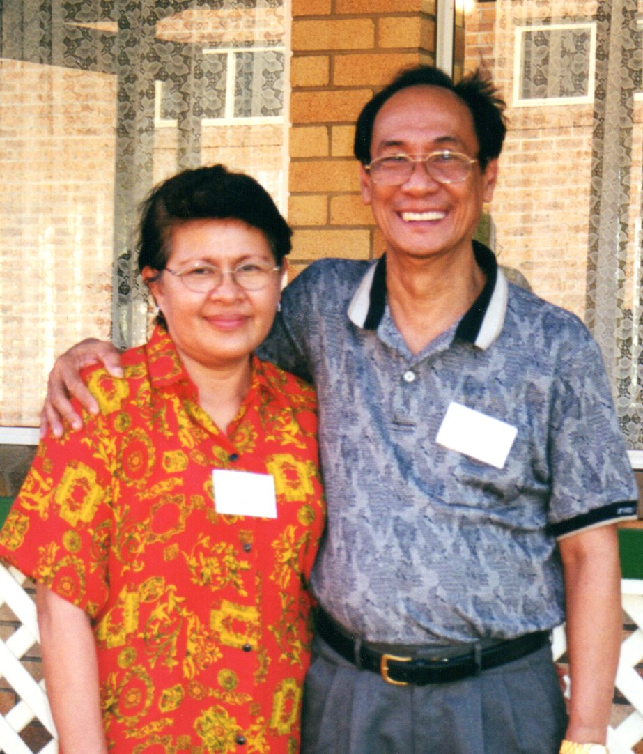 2000 - Guest speaker for the Conference, Santiago Chua from the Philippines, with his wife, Luz.